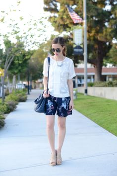Shorts Weather - Get this look: https://www.lookmazing.com/images/view/19199?e=1&shrid=329_pin