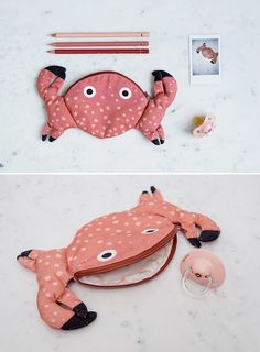 Thanks to Don Fisher, a Spain-based online shop that creates fish accessories, you can now carry around a fish wherever you go while making a fashion statement at the same time! Bag Pattern Free, Pouch Pattern, Knitting Projects, Sewing Projects, Don Fisher, Diy Bags No Sew, Zipper Pouch Tutorial, Diy Bags Purses, Fish In A Bag