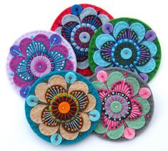 Lazy Days in the Country: Felt flowers Felt Embroidery, Felt Applique, Felt Roses, Felt Flowers, Tumbling Blocks Quilt, Floral Pattern Vector, Wool Applique Patterns, Small Sewing Projects, Fabric Gifts
