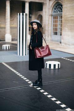 Fashion blogger minimal outfit in Palais Royal Paris