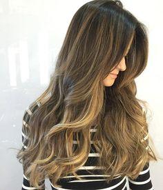 """"""" A arte de colorir os cabelos ... Onde os fios são minha tela e cada cliente a minha inspiração! """" Maravilhosa quinta feira a todos ! Completamente in love por essa cor por @brufabricio @studio_w #studiow #bomdia #quintafeira #arte #cor #criar #haircolor #hair #paint #art #loveit #hairdresser #colorist #tecnica #morenas #morenailuminada #iluminacion #f4f #cool #love #beauty"""