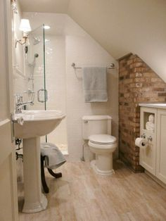 2014 Clever Storage Tips for Small Bathrooms