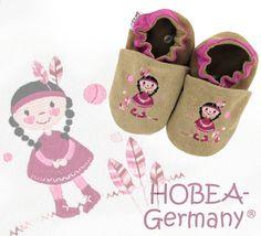 Krabbelschuhe Leder - bestickte #Krabbelschuhe mit Indianermädchen von HOBEA-Germany! Kindermode von HOBEA - Krabbelpuschen, Lederpuschen, Babyschuhe, Babypuschen, Babyshoes, Babymoccasins, children's shoe