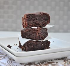 Who doesn't love a good brownie?They are dense, sweet and chocolately.What's even better is when it fits into your healthy lifestyle! Thishealthy browni