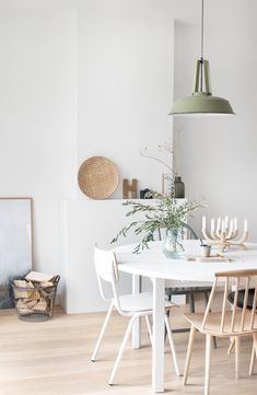 50 Beautiful Scandinavian Dining Room Design Ideas - Now it is easy to dine in style with traditional Swedish dining chairs. Entertain friends as well as show off your wonderful Swedish home furniture. Dining Room Paint Colors, Dining Room Design, Dining Room Furniture, Furniture Ideas, Interior Desing, Interior Decorating, Interior Design Living Room, Living Room Decor, Dining Decor