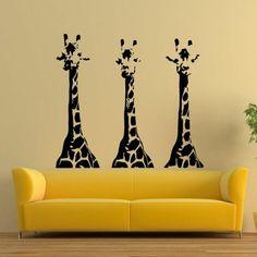 super tolle wohnzimmer wandgestaltung giraffen an der wand gelbes sofa