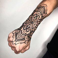 Oriental ornamental tattoo by Melow Perez – Tattoo Pattern Geometric Tattoo Hand, Mandala Hand Tattoos, Geometric Tattoo Pattern, Forearm Band Tattoos, Body Art Tattoos, Sleeve Tattoos, Tattoos Skull, Panzer Tattoo, Mandela Tattoo