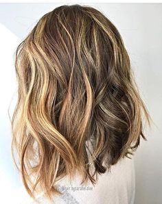 These balayage highlights on dark hair truly are fab Grown Out Highlights, Natural Looking Highlights, Brunette Highlights, Balayage Brunette, Balayage Highlights, Balayage Hair, Hair Color Techniques, Colouring Techniques, Bayalage