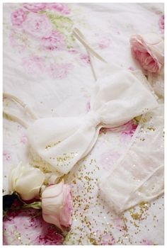 pretty lingerie. love the flowers in this, it's so romantic