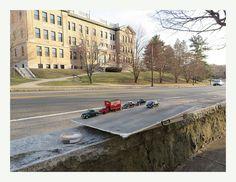 Fotógrafo cria imagens realistas usando carros em miniatura e perspectiva