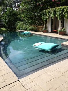 Nice curve in this pool edge. Pinned to Pool Design by Darin Bradbury.