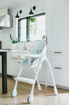 This beautifully designed Oribel high chair blends and accentuates the décor of a modern home.