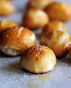 Goodbye mall pretzel shops - hello making Homemade Pretzel Bites at Home using your bread machine! This Homemade Pretzel Bites recipe is one you'll want to keep!