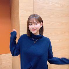 Jellyfish Entertainment, Kpop Girls, Red Velvet, Asian Girl, Rapper, Hair Color, Turtle Neck, Instagram Posts, Idol