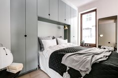 Staggering Cool Tips: Cozy Minimalist Home Room Ideas boho minimalist bedroom decor.Cozy Minimalist Home White Walls white minimalist bedroom curtains. Urban Apartment, Minimalist Apartment, Minimalist Home Interior, Minimalist Bedroom, Minimalist Decor, Modern Bedroom, Stockholm Apartment, Minimalist Kitchen, Minimalist Living