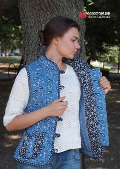 СТЕГАННЫЕ ЖАКЕТЫ И ЖИЛЕТЫ Quilted Clothes, Elegant Saree, Quilted Jacket, Sewing Patterns, Vest, Jackets, Quilts, Fashion, Outfits