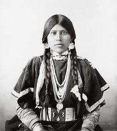 Essay on Washington State Indian Tribes?