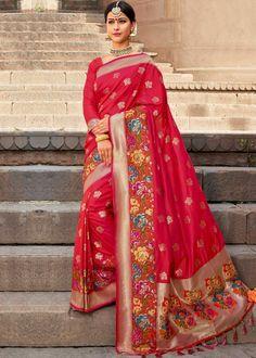 #Sarees #Saree #Sari #WeddingSaree #WeddingSarees #IndianWeddingSarees #IndianSari #IndianSaree Indian Designer Sarees, Indian Sarees, Blouse Online, Sarees Online, Wedding Sarees, Red Art, Lehenga, Classic Style, Sari