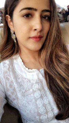 Bollywood Girls, Bollywood Stars, Bollywood Actress, Beautiful Indian Actress, Beautiful Women, Sara Ali Khan, Cute Beauty, Jean Top, Cloud Computing