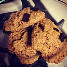 Vegan, gluten-free dark chocolate chip cookies. So easy, so delish! http://chocolatecoveredkatie.com/2011/08/30/flourless-chocolate-chip-cookies/