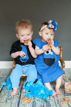 This has to be one of the cutest Sesame Street theme photos I have ever seen. It would be the perfect photo for a Sesame Street birthday party invitation – the his-and-hers Cookie Monster outfits. The cookies, the twins' beautiful blue eyes..Too adorable!