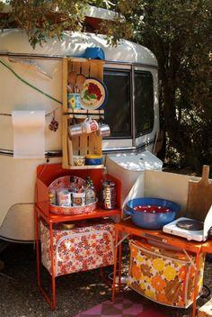 caravan renovation diy 421157002632453235 - camping vinntage Source by myalafon Retro Camping, Camping Style, Camping Glamping, Diy Camping, Camping Hacks, Vintage Caravans, Vintage Trailers, Teardrop Camper Interior, Eriba Puck