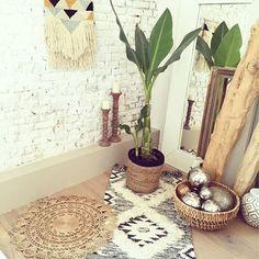 Installation rapide de ma nouvelle Deco pimkie on verra plus clair demain. je pense que cette marque a vraiment tout compris Deco Boheme Chic, Sweet Home, Style Deco, Home And Deco, Eclectic Decor, My New Room, Bohemian Decor, Home Decor Inspiration, Home And Living