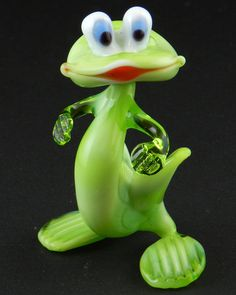 Porcelain Stories From China To Europe Glass Figurines, Collectible Figurines, Frog Rock, The Glass Menagerie, Mosaic Vase, Frog Art, Blown Glass Art, Cute Frogs, Frog And Toad