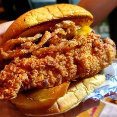 @hollywoodburger wins the chicken sandwich battle with Shake Shack. #hollywood  #LA #losangeles  #eats #potd #sandwich  #friedchicken #like #love #follow #dinner #eatla #dinela