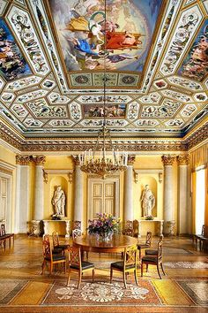 Palazzo Vecchio, Florence Palazzo Vecchio, the town hall of Florence,was given several names in accordance with the varying use of the palace during its long history.Michelangelo's David al…