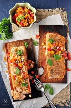 Grilled salmon on cedar planks that are soaked in white wine and elegantly served with peach pico de gallo. Cedar Plank Salmon, Cedar Planks, Sous Vide Asparagus, Grilled Salmon, Roasted Salmon, Exotic Food, Batch Cooking, Healthy Recipes, Tofu Recipes