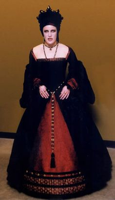 Elizabeth Bathory as a vampire. Elizabeth Bathory's vampirism is a later legend that is developed much later after the events. There is no accusations of vampirism by the 300 witnesses in the original court documents of the time. Lady Jane Grey, Jane Gray, Fashion Wear, Ladies Fashion, Elizabeth Bathory, Gothic Images, Costume Ideas, Costumes, Elizabethan Era