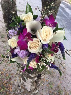 Beautiful #bridalbouquet for your #destinationwedding in #stthomas #stthomaswedding #stthomasweddingplanner #beachweddingsetup #beachweddings #flawlessweddingsandeventvi #cruiseshipweddings