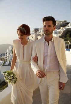 You will become such a outstanding man with  2015 wholesale - groom tuxedo suit men beach wedding suit champagne color (jacket + pant ) offered by llyanqing666. Besides, DHgate.com also provide wedding suits for the groom white black tuxedo and white tuxedos for prom.