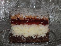 Przepis na ciasto kokosowe z galaretką w lekkim zimowym puchu ;). Białka ubić na sztywną pianę, dodać cukier i dalej ubijać, aż cukier się rozpuści. Następnie dodać żółtka i ubijać, aż masa się powiększy swoją objętość.