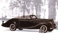 Tatra 600 Tatraplan Sodomka cabrio Vintage Cars, Antique Cars, Mini Trucks, Car Advertising, Art Deco Fashion, Old Cars, Techno, Classic Cars, Automobile