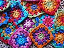 I am so in love with the granny square. Want to learn how to make them!