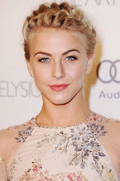 Julianne Hough Hairstyles Who is this mysterious beauty? Yes, she is the pop singer, dancer and actress Julianne Hough. Want to be as excellent as Julianne Hough? Updos For Medium Length Hair, Medium Hair Styles, Short Hair Styles, Bob Styles, Braid Styles, Pretty Braided Hairstyles, Braided Updo, Braided Crown, Milkmaid Braid