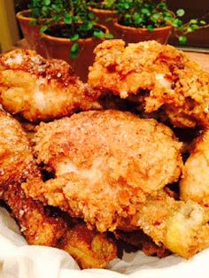 Buttermilk Fried Chicken - looks like a good recipe! Good Fried Chicken, Fried Chicken Recipes, Cast Iron Fried Chicken, Chicken Saute, Roasted Chicken, Baked Chicken, Drumstick Recipes, Buttermilk Chicken, Fries In The Oven