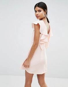 Bild 1 von BCBG – Generation – Figurschmeichelndes Kleid mit ausgestelltem Rock und Rüschenbesatz hinten
