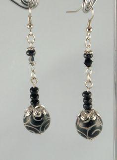 Boucles d'oreilles pierre et bois: jade par JadeetCristaldeMarie