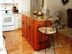 Kitchen carts islands, custom kitchen islands with seating custom center islands for kitchens Kitchen Island Table With Chairs, Kitchen Island Designs With Seating, Kitchen Island Cart, Large Kitchen Island, Kitchen Carts, Pictures Of Kitchen Islands, Building A Kitchen, L Shaped Kitchen, Beautiful Kitchens