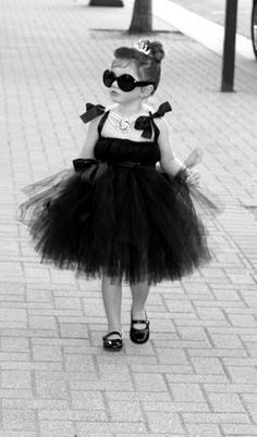 aahhhhhhhh babby holly golightly! :3 :3  Oh. My. God. A tiny Audrey Hepburn!!! What cute idea for a Halloween costume!!