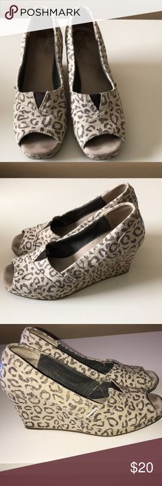 ❤️Good condition TOMS Snow Leopard Wedges❤️ Good condition and comfy! TOMS Shoes Wedges
