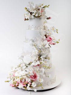 http://www.modwedding.com/2014/10/30/36-head-turning-wedding-cakes-exquisite-design-details/ #wedding #weddings #wedding_cake Cake: Ron Ben-Israel Cakes
