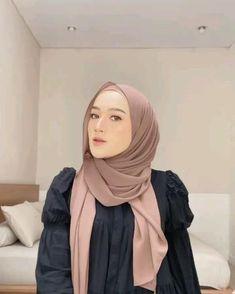 Simple Hijab Tutorial, Hijab Style Tutorial, Pashmina Hijab Tutorial, Beautiful Hijab Girl, Mode Turban, Stylish Hijab, Head Scarf Styles, Hijab Fashion Inspiration, Girl Hijab