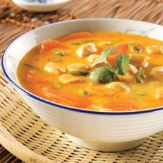 Thai Chicken and Coriander Soup – Recipes – Cooking and Nutrition – Pratico Pratique Asian Recipes, Paleo Recipes, Soup Recipes, Chicken Recipes, Cooking Recipes, Ethnic Recipes, Asian Soup, Asian Cooking, Soup And Salad