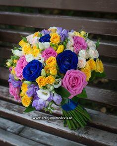 Buchet de mireasa realizat fin trandafiri albastrii, minirose galbene, frezii, lisianthus etc Wedding Bouquets, Wedding Flowers, Floral Wreath, Wreaths, Bride, Handmade, Design, Wedding Bride, Floral Crown
