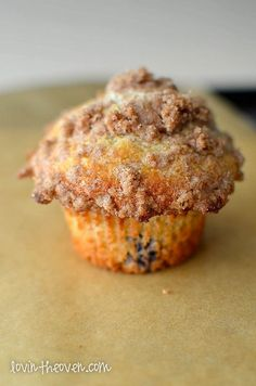 This delicious blueberry muffin recipe is great for breakfast, dessert or even if you just need some comfort food! Each muffin is full of juicy blueberries with the most delicious crunchy and sweet topping! Muffin Recipes, Baking Recipes, Dessert Recipes, Desserts, Cupcake Recipes, Blue Berry Muffins, Blueberries Muffins, Blueberry Recipes, Coffee Cake
