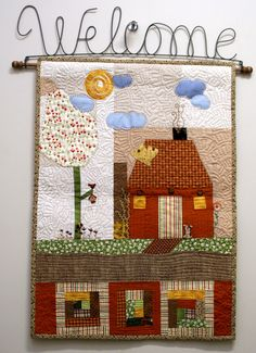 painel feito em retalhos 100% algodão, todo quiltado, com aplicações de botões decorativos,acompanha cabide welcome